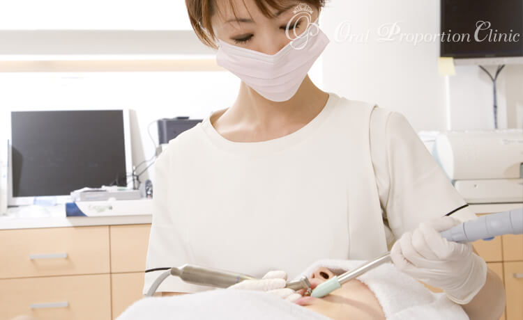 TBIと歯の表面のクリーニング